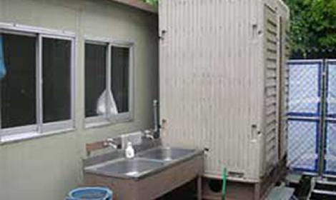2.仮設トイレおよび手洗い場